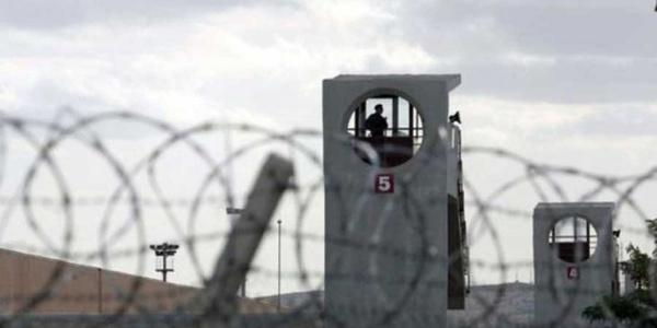 Kocaeli'nde ceza infaz memuru mahkumlar tarafından rehin alındı