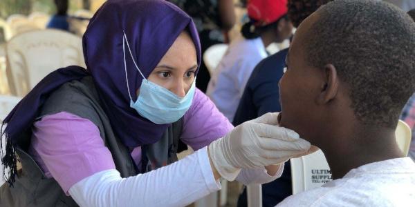 TİKA'nın gönüllü elçileri Kenya'da diş tedavisine başladı