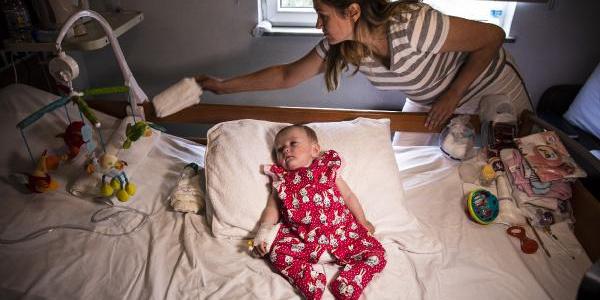 5.5 aylık Selin bebek minik kalbiyle hayata tutundu