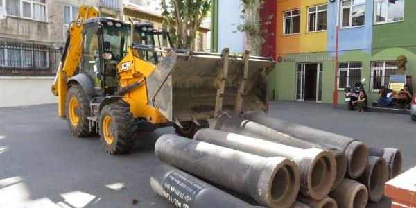 Üsküdar'da kanalizasyon kazısında 2 küp çıktı
