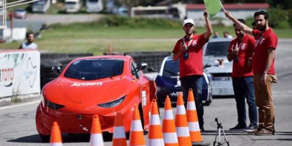 Türkiye'de bir ilk: Sürücüsüz araçlar birbirleri ile yarıştı