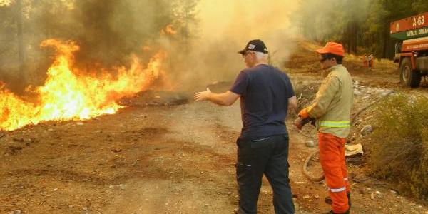 Antalya Kaş'ta 25 hektar kızılçam ormanı küle döndü