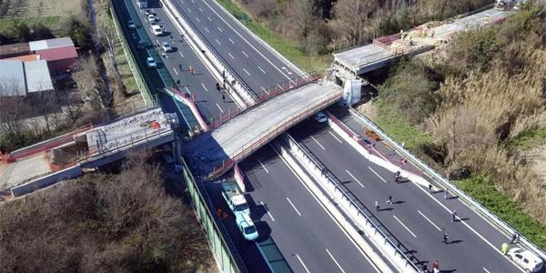 İtalya'da köprü faciası: Onlarca ölü var