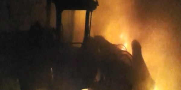 PKK, 13 aracı ateşe verdi, olay yerine giden zırhlı araç EYP ile patlatıldı: 2 asker yaralı