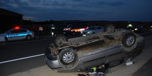Takla atan araçtan 4 kişilik aile yara almadan çıktı