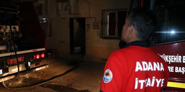 Evini ateşe verip kırık cam parçasıyla intihara kalkıştı