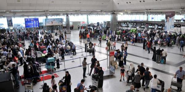 Atatürk Havalimanı bayram tatili nedeni ile ana baba günü