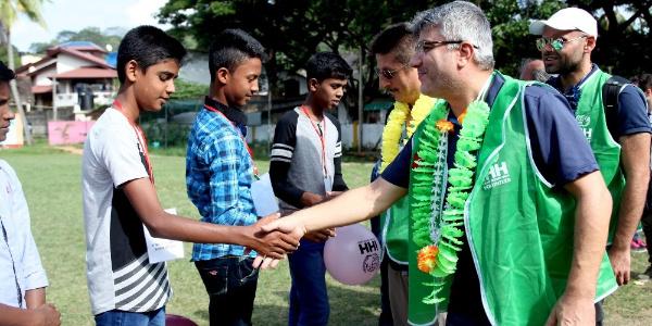 İHH, Türk hayırseverlerin yardımını Sri Lanka'ya ulaştırdı