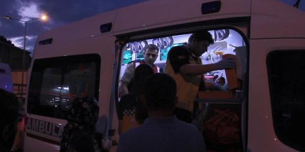 Gümüşhane'de hatalı sollama sonucu 4'ü asker 5 kişi yaralandı