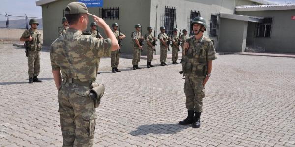 Kars-Ermenistan sınırında Mehmetçiğin bayramlaşma töreni