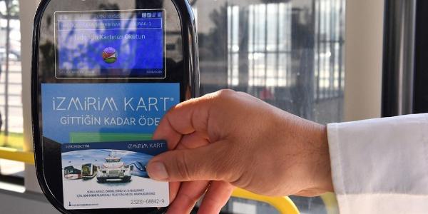 """İzmir Büyükşehir'in """"Tükenmez kart""""ı yolda bırakmıyor"""