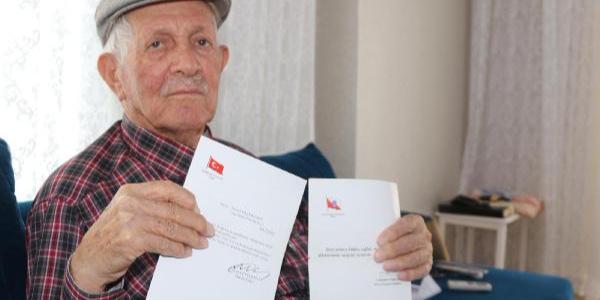 40 yıl önce beraber çalıştığı bürokratlara her bayram mektup yazıyor