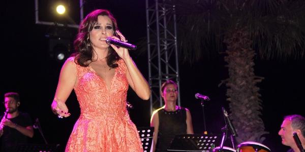 Bodrum'da konser veren Funda Arar'dan türkü sürprizi