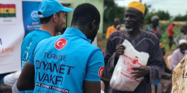 Türkiye Diyanet Vakfı 146 ülkede fakirleri kurban eti ile buluşturdu
