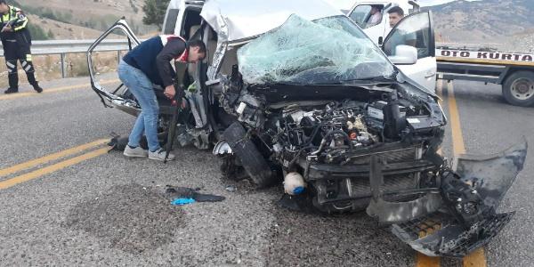 Hatay'dan Uzungöl'e giden aile kaza geçirdi: 2 ölü, 4 yaralı