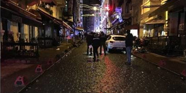 Taksim İstiklal Caddesi'nde 2 grup arasında silahlı kavga