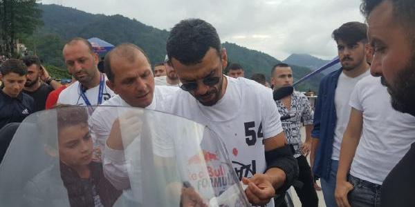 Dünya Şampiyonu Kenan Sofuoğlu, tahta arabayla kaza yaptı