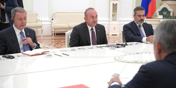 Moskova'da kritik zirve: Çavuşoğlu, Akar ve Fidan Putin'le görüştü