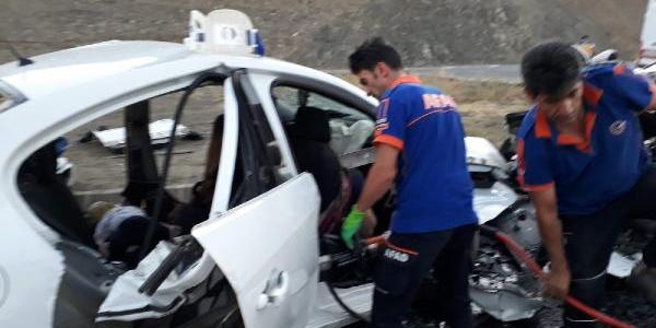 Erzincan'da kafa kafaya çarpışan 2 otomobilde  3'ü çocuk, 7 ölü, 3 yaralı