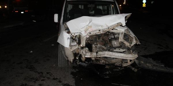 Beyşehir'de cezaevi kavşağında kaza: 8 yaralı