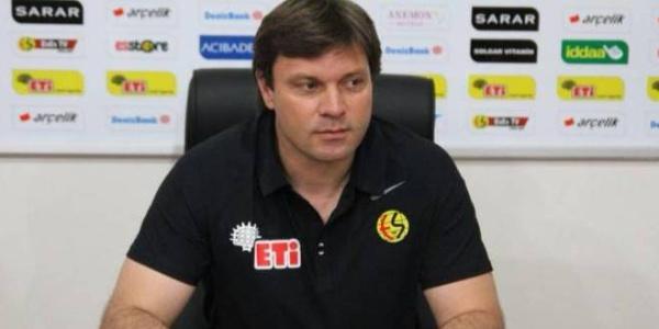 Ertuğrul Sağlam Eskişehirspor için imzayı attı, diğerlerine de çağrı yaptı