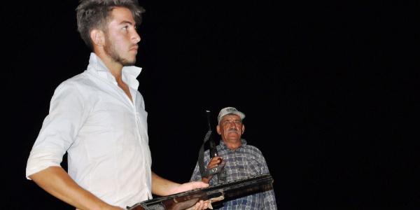 """Manisa'da çiftçiler """"Sultaniye üzümü"""" için tüfekle nöbet tutuyor"""