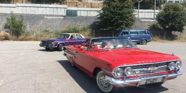 "Bağdat Caddesi'nde klasik otomobillerin ""Zafer"" konvoyu"