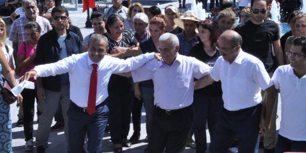 Tunceli'deki meydan açılışında Vali halayın başına geçti