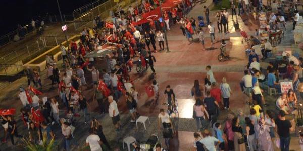 Mudanyalılar 30 Ağustos gecesi Selda Bağcan'la coştu