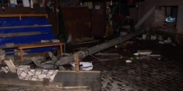 Mudanya'da zeytinci dükkanına giren lüks cip 2 kişiyi ezdi