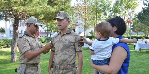 Erzincan İl Jandarma Komutanlığı'nda heyecanlı gün: Rütbelerini aldılar