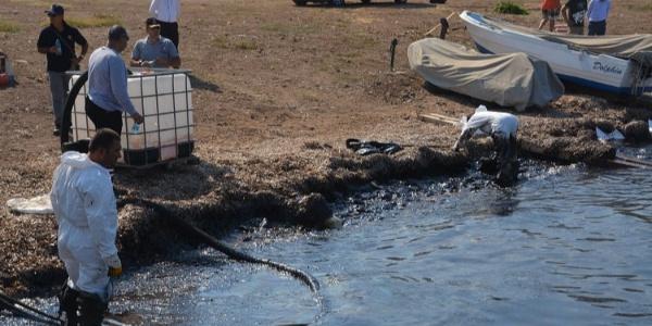 Foça'daki petrol sızıntısıyla ilgili Çevre ve Şehircilik İl Müdürlüğü'nden açıklama