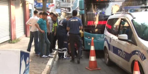Halk otobüsüne biletsiz binmeye çalışan 4 kişi şoförü bıçakladı