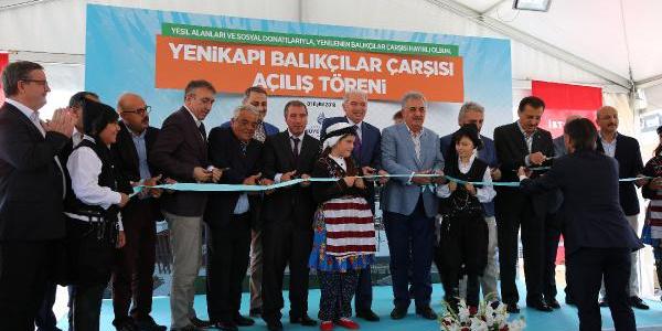 İstanbullu balıkçılılar yenilenen Kumkapı'daki Balıkçılar Çarşısı'nda