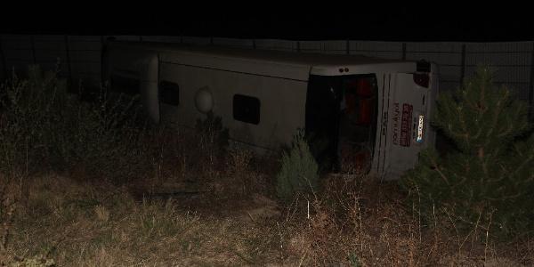 Afyonkarahisar'da yolcu otobüsü şarampole devrildi: 2 ölü, 30 yaralı