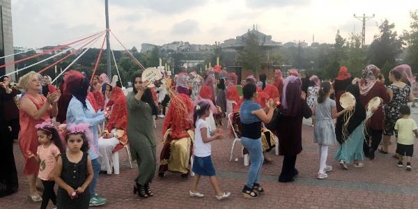Arnavutköy'deki toplu kınada kızlar hem eğlendi hem gözyaşı döktü