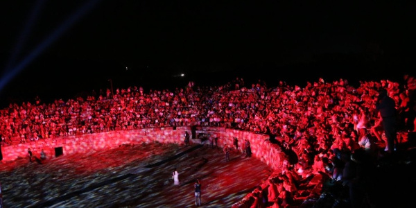 1800 yıllık antik stadyumda nefesleri kesen gösteri