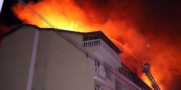 Yozgat'taki yangında 5 ev kullanılmaz hale geldi