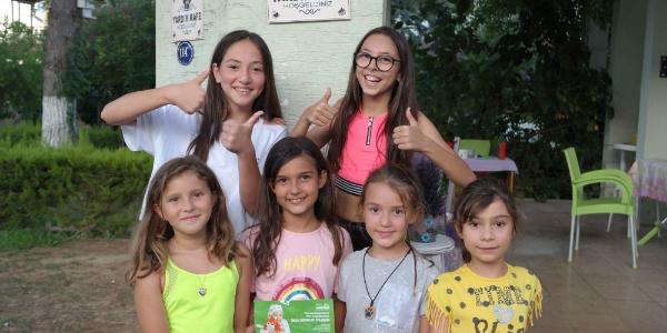 İzmir Urla'daki 6 kız arkadaştan alkışlanacak hareket