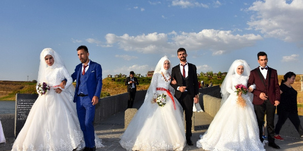 Tarihi Murat Köprüsü özel günlerin vazgeçilmezi oldu