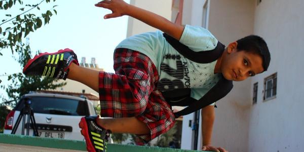 Antalya'da 8 yaşındaki Ramazan kalbini sırt çantasında taşıyor