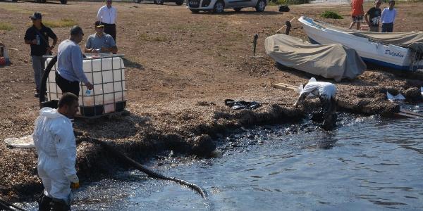 İzmir Foça'da denizi kirleten fuel-oil sızıntısıyla ilgili yeni gelişme