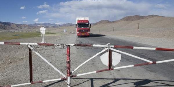 Türk TIR'ları 10  gündür Tacikistan sınırında bekletiliyor