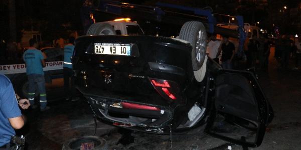 Adana'da ağaca çarpıp takla atan araçtaki 4 kişi yaralandı