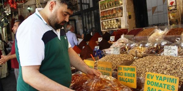 Şanlurfa'da vatandaşlar salça fiyatlarına isyan etti