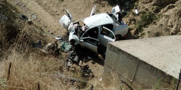 Uşak'ta feci kaza: Anne, baba öldü, oğulları komada