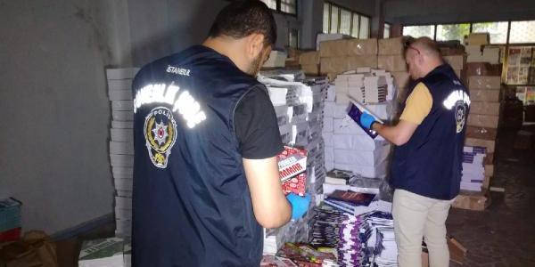 Bayrampaşa'da polisten korsan kitap baskını