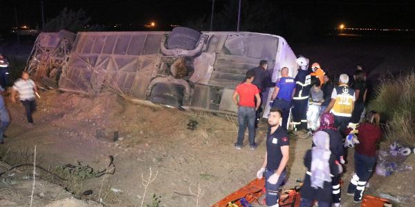 Aksaray'da devrilen otobüste 6 kişi öldü, 44 yaralı