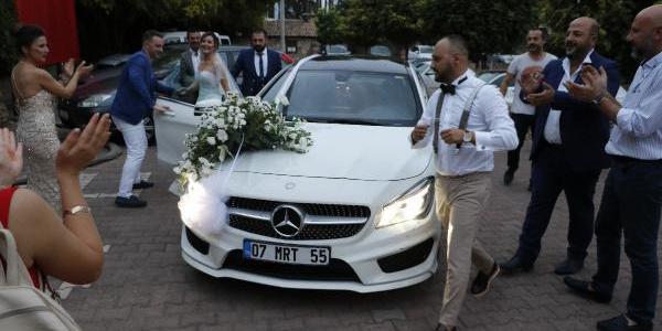 Antalya'daki düğünde damada haciz şoku