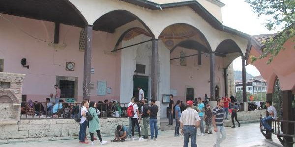 Amasya'da tarihi cami avlusu 117 Afgan sığınmacıya mekan oldu